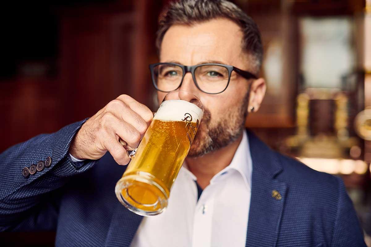 Radeberger Pilsner trinken