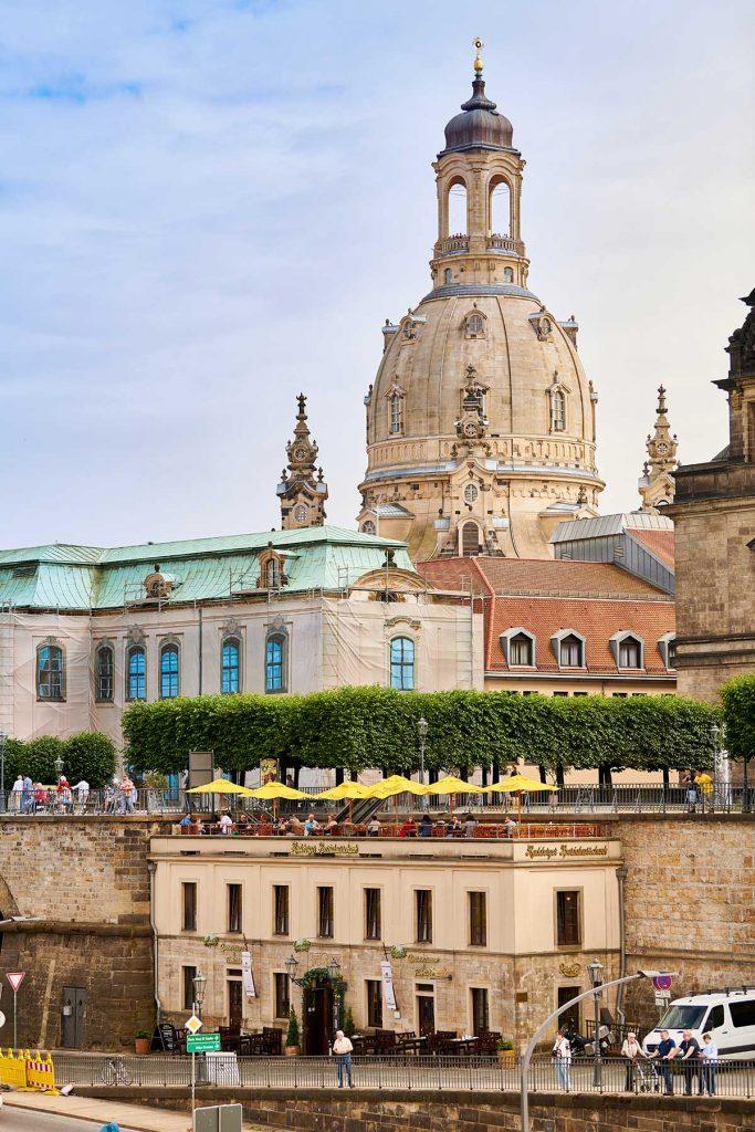 Radeberger Ausschank in Dresden mit Frauenkirche